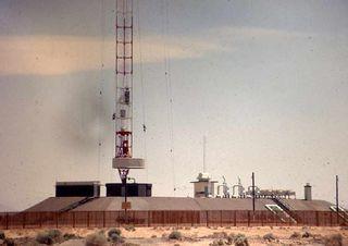 Hawes_CA_70_towerbase