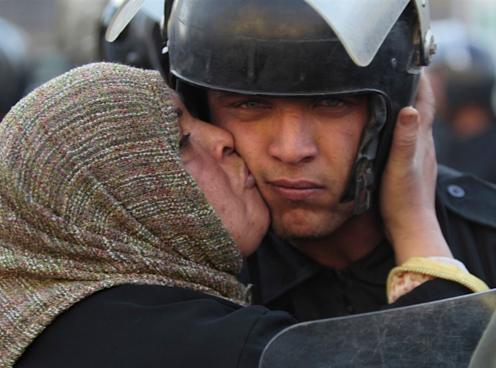 Protestor&cop