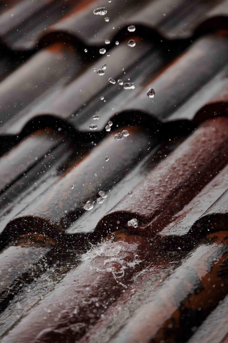 Raintileroof