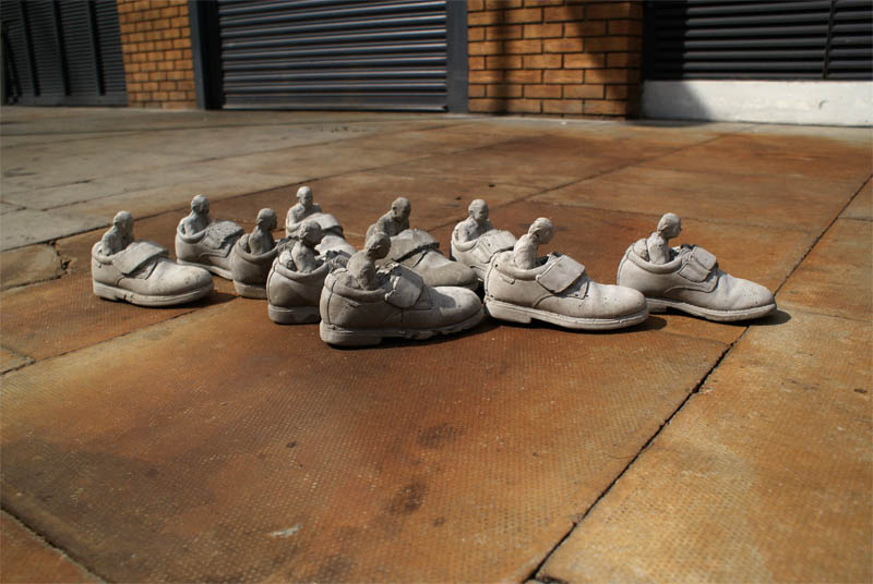 Cement-miniature-sculptures-artist-isaac-cordal-26